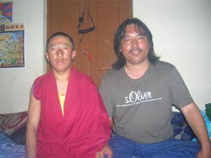 Tsering Jigme (G) et Maday Gonpo, 41 après être arrivés à New Delhi (Photo: RFA)