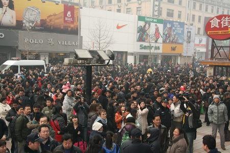 """A Pékin, la manifestation """"du jasmin"""" rue Wangfujing"""
