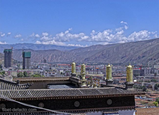 Rebkong vue du toit de son monastère